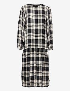 MIA MIDI CHECK DRESS - midi kjoler - black check