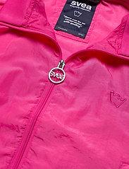 Svea - U. Dark Windbreaker Jacket - lichte jassen - bright pink - 2