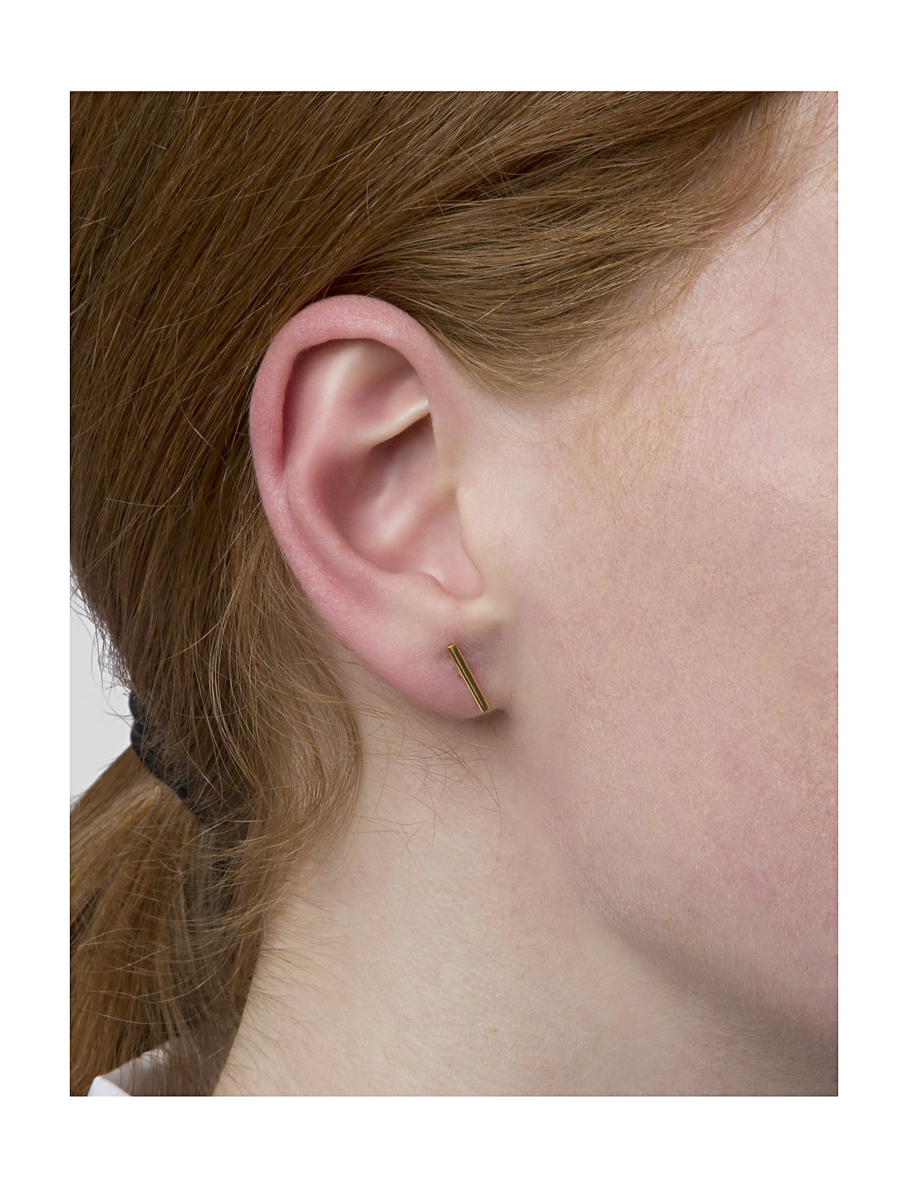 Syster P - Strict Plain Bar Earrings Gold - oorhangers - gold - 1