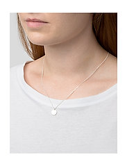 Syster P - MINIMALISTICA HAMMERED CIRCLE NECKLACE SILVER - kettingen met hanger - silver - 1