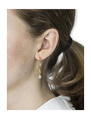 Syster P - Mini Teardrop Earrings Gold - korvarenkaat - gold - 1