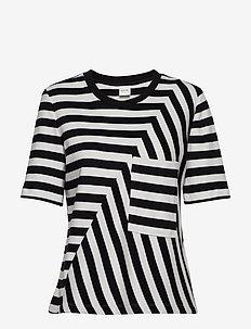 T-SHIRT SHORT-SLEEVE - t-shirts - black patterned
