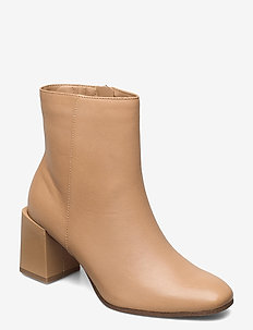 Woms Boots - enkellaarsjes met hak - almond