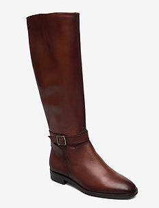 Woms Boots - pitkävartiset saappaat - cognac