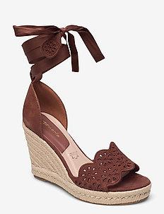 Woms Slip-on - espadrilles met sleehak - chocolate