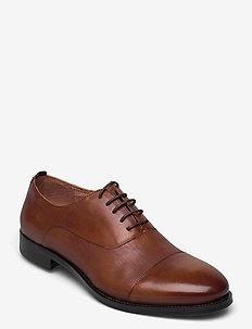 Oxford shoe with toecap - snörskor - cognac