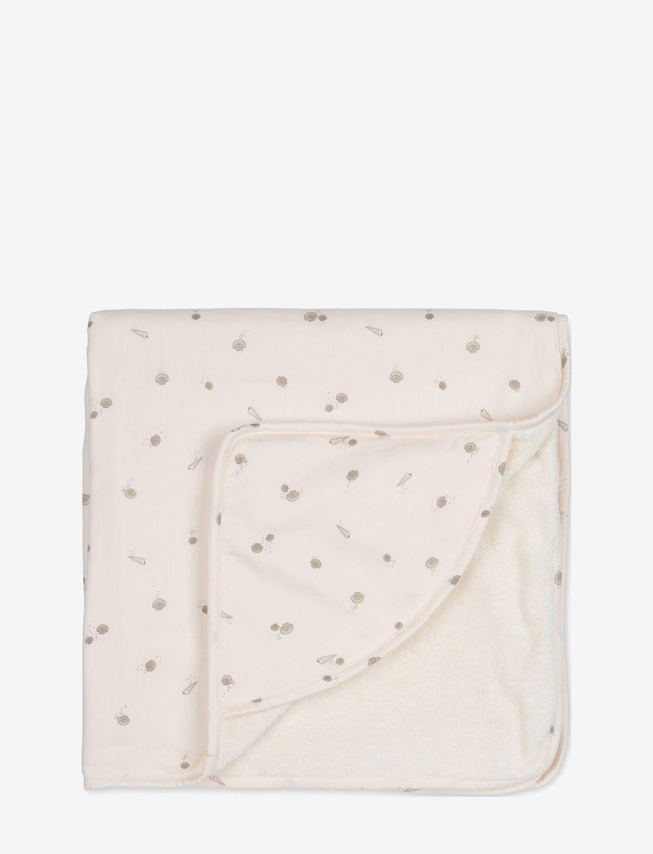 Hooded towel sea shell