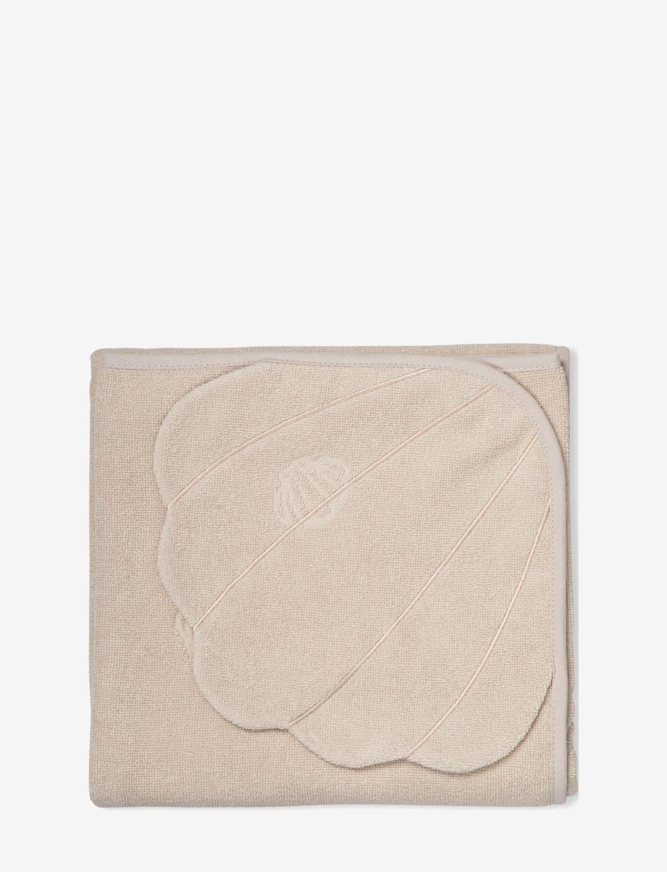Hodded towel shell sand
