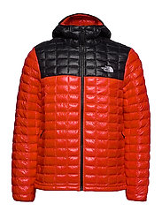 M THERMOBALL ECO HOO - FIERY RED/TNF BLACK