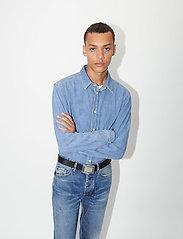 Tiger of Sweden Jeans - PURE NP - podstawowe koszulki - light blue - 4