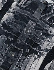 Tiger of Sweden - YASSIN P - midimekot - artwork - 2