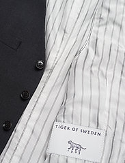 Tiger of Sweden - WOLMER - waistcoats - dark grey mel - 4