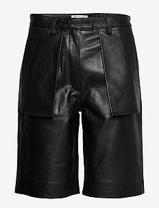 MALGOSIA L - læder shorts - black