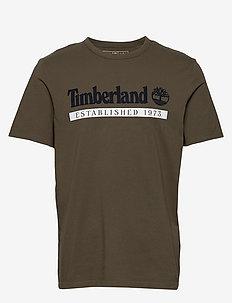 SS Estab 1973 T - kortærmede t-shirts - grape leaf/white
