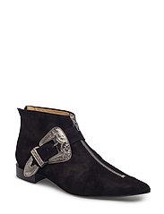 Toga Pulla - Boots thumbnail