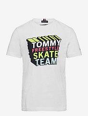 Tommy Hilfiger - TH COOL LOGO TEE S/S - kortærmede - white - 0