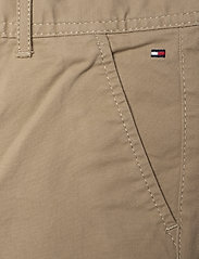 Tommy Hilfiger - BOYS SLIM CHINO OSTW PD - trousers - batique khaki - 2