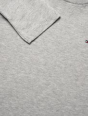 Tommy Hilfiger - BOYS BASIC CN KNIT L - long-sleeved t-shirts - grey heather - 2