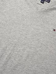 Tommy Hilfiger - BOYS BASIC VN KNIT S - short-sleeved - grey heather - 2