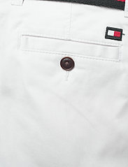 Tommy Hilfiger - ESSENTIAL BELTED CHI - shorts - white 658-170 - 6