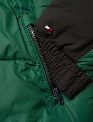 Tommy Hilfiger - PADDED POPOVER - puffer & padded - ornamental green/black - 3