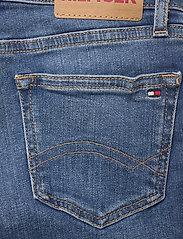 Tommy Hilfiger - NORA BASIC SHORT - shorts - summermedbluestretch - 4