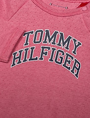 Tommy Hilfiger - BABY RAGLAN COVERALL L/S - langärmelig - rosey pink - 2