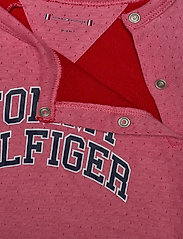 Tommy Hilfiger - BABY RAGLAN COVERALL L/S - langärmelig - rosey pink - 3