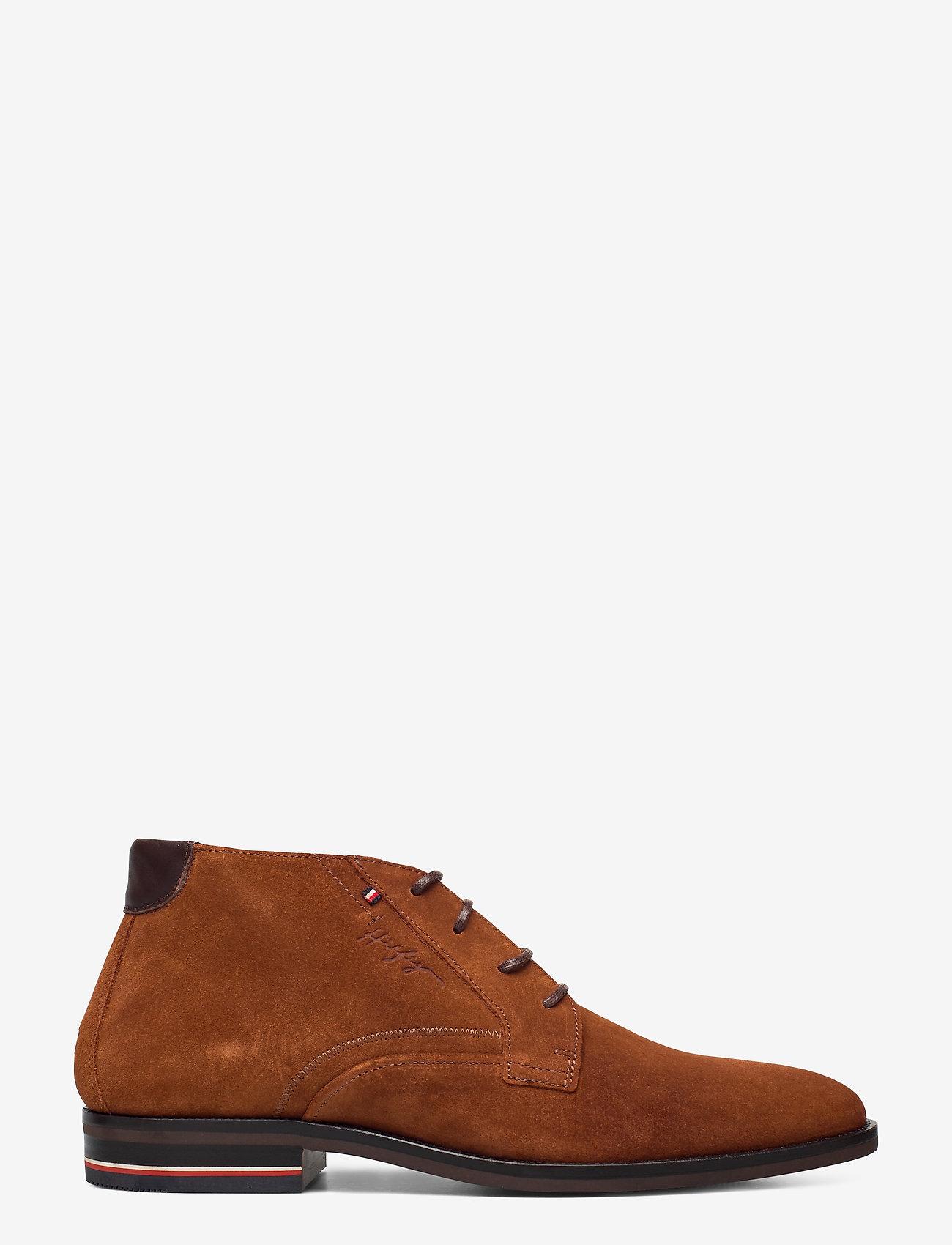 Tommy Hilfiger - SIGNATURE HILFIGER SUEDE BOOT - desert boots - winter cognac - 1