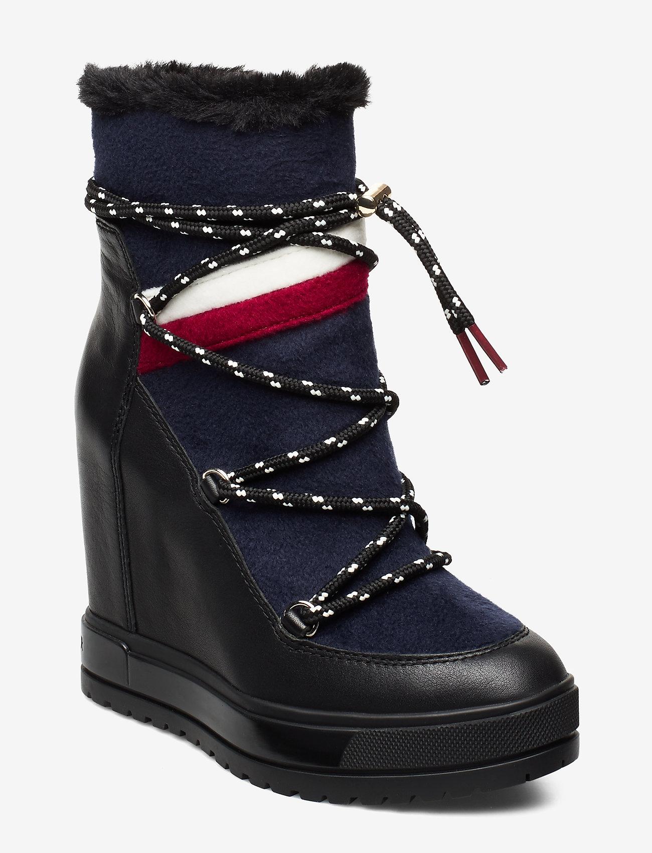 Tommy Hilfiger - MODERN SPORTY WEDGE BOOTIE - ankelstøvletter med hæl - black - 0
