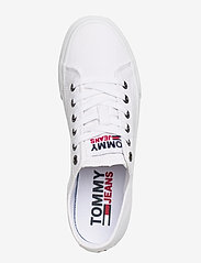 Tommy Hilfiger - TOMMY JEANS LOW CUT VULC - low top sneakers - white - 3