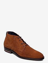 Tommy Hilfiger - SIGNATURE HILFIGER SUEDE BOOT - desert boots - winter cognac - 0