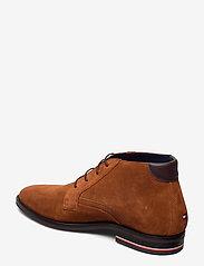 Tommy Hilfiger - SIGNATURE HILFIGER SUEDE BOOT - desert boots - winter cognac - 2
