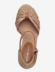 Tommy Hilfiger - ICONIC ELENA SANDAL - heeled espadrilles - cobblestone - 3