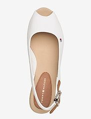 Tommy Hilfiger - ICONIC ELBA SLING BACK WEDGE - sleehakken - ivory - 3