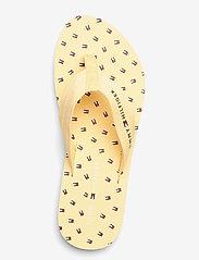 Tommy Hilfiger - TH MINI FLAGS BEACH SANDAL - flat sandals - vivid yellow - 3