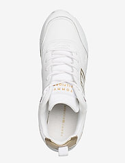 Tommy Hilfiger - METALLIC LIGHTWEIGHT SNEAKER - low top sneakers - gold - 3