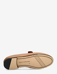 Tommy Hilfiger - TH ESSENTIALS LEATHER LOAFER - loafers - summer cognac - 4