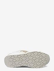 Tommy Hilfiger - METALLIC DRESSY WEDGE SNEAKER - low top sneakers - white - 4