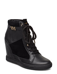 TH HARDWARE SNEAKER WEDGE - BLACK