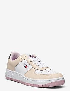 WMNS TOMMY JEANS BASKET SNEAKER - low top sneakers - sugarcane