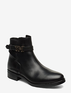 TH HARDWARE LEATHER FLAT BOOT - BLACK
