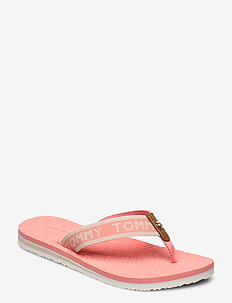 TH EMBOSSED FLAT BEACH SANDAL - klip-klapper - island coral