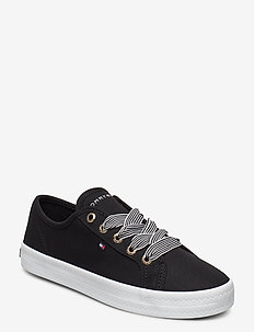 ESSENTIAL NAUTICAL SNEAKER - BLACK