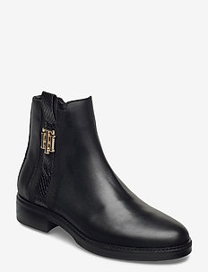 TH INTERLOCK LEATHER FLAT BOOT - flat ankle boots - black