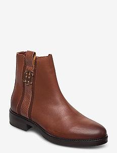 TH INTERLOCK LEATHER FLAT BOOT - flat ankle boots - pumpkin paradise