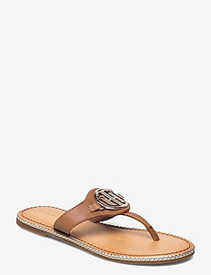 ESSENTIAL LEATHER FLAT SANDAL - flat sandals - summer cognac