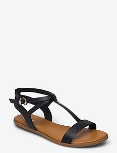 FEMININE LEATHER FLAT SANDAL - flat sandals - black