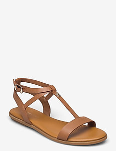 FEMININE LEATHER FLAT SANDAL - flat sandals - summer cognac
