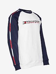 Tommy Sport - FLEECE TAPE CREW - longsleeved tops - pvh white - 4